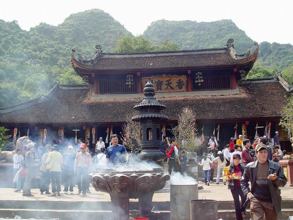 du-lich-chua-huong-521.jpg