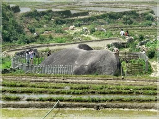 Bãi đá cổ Sapa trải dài trên thung lũng Mường Hoa