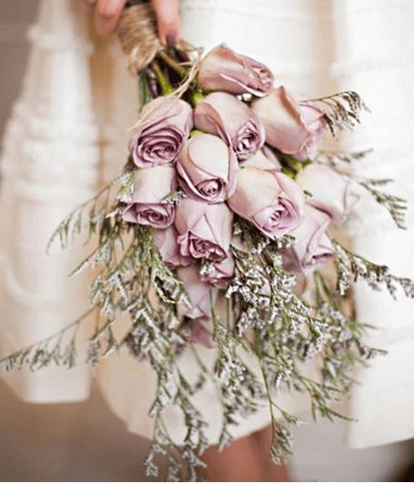 Bó hoa cưới màu tím
