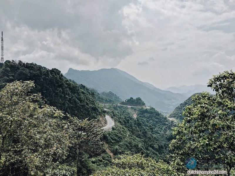 Cổng trời Quản Bạ là một địa danh nổi tiếng ở Hà Giang