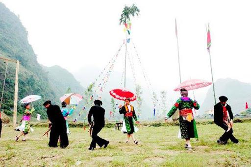 Giao lưu hát đối giao duyên tại lễ hội hoa anh đào