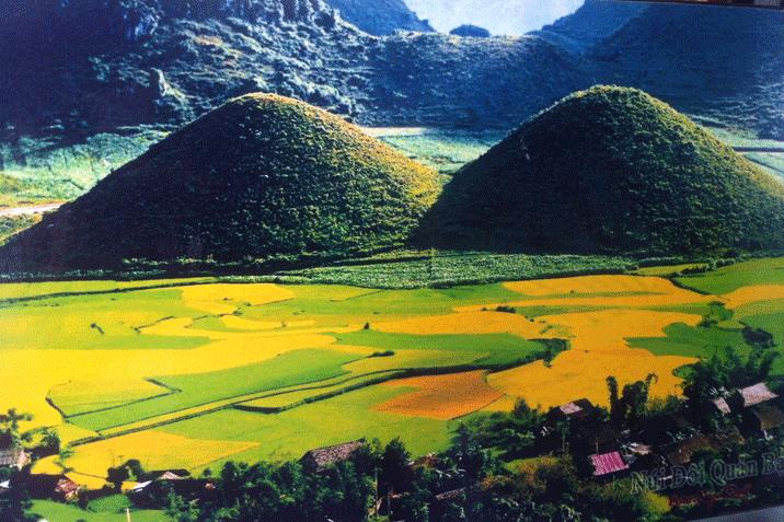 Hình ảnh núi đôi Cô Tiên