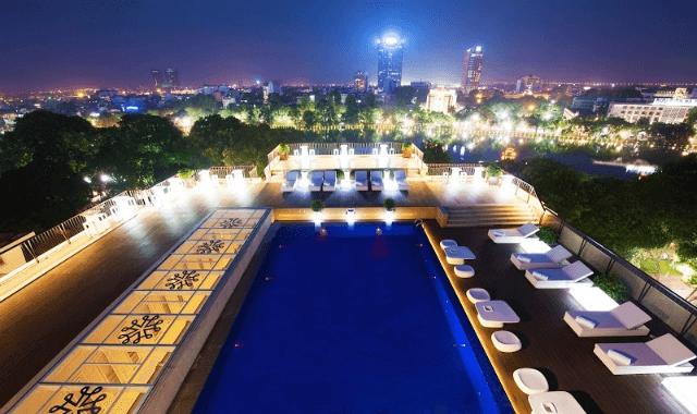 Không gian tầng thượng với hồ bơi của khách sạn Apricot