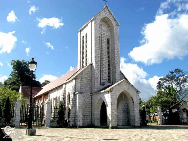 Nhà thờ đá – một biểu tượng nổi tiếng của thị trấn Sa Pa