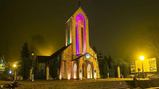 Nhà thờ Sapa tựa lưng núi Hàm Rồng