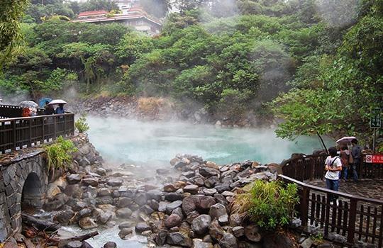 Suối nước nóng Hue Pe và U Va