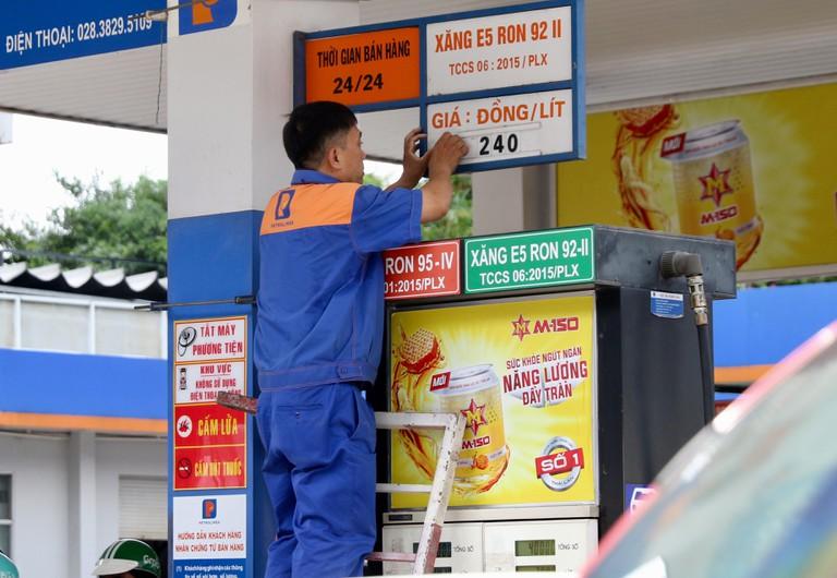 Trạm bán xăng dầu