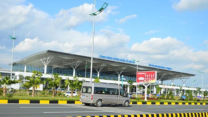 Xe đón hành khách từ sân bay về các tỉnh thành